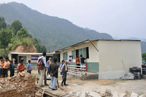 ネパールにて学校仮校舎建設を支援、SeRVネパールも活動